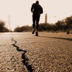 地震から逃げる夢・下敷きになる夢・地震の揺れについての夢占いは?
