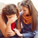 友達が泣いたり、慰められたリ、異性が泣く夢占いの意味について