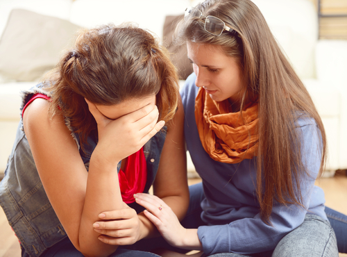 友達が泣いたり、慰められたリ、異性が泣く夢占いの意味に ...