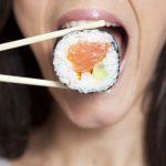 肉・寿司を食べる夢・美味しいと感じる夢占いの意味は?