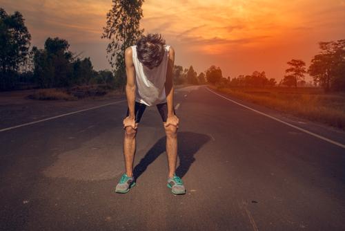 夢占い 追いかけられる 助けられる 走れない
