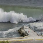 津波で船が流されたり、のまれる夢・津波の中を泳ぐ夢占いの意味は?