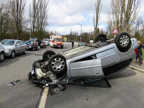 夢占い 交通事故 助手席 怪我 家族