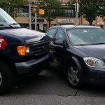 車で交通事故を起こしたり、車が追突する夢占いについて