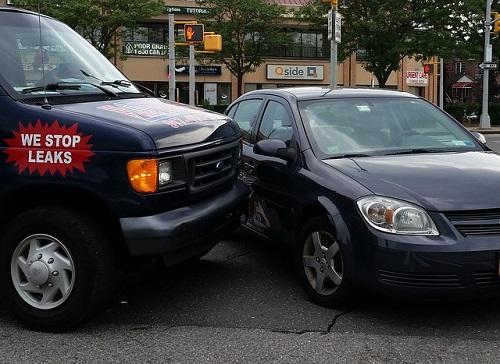 夢占い 交通事故 車 起こす 追突する