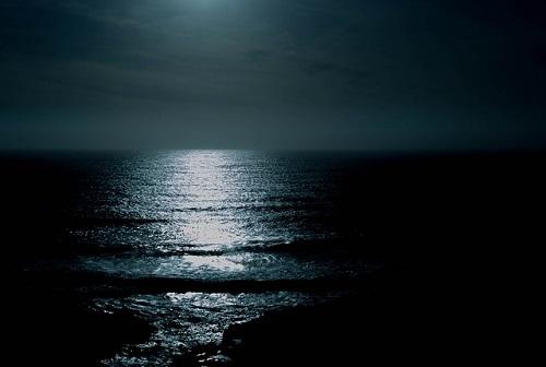 夜 海 川