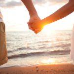 芸能人と手を繋いだり、恋人や同性と手を繋ぐ夢占いについて