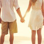 知らない人と手を繋ぐ夢や、好きな人と手を繋ぐ夢占いについて