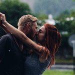男友達や知人にキスされる夢占いについて