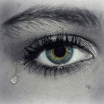 痛くて泣いてしまう夢占いについて