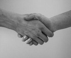 夢占い 握手 芸能人 左手 右手