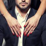 同性や異性に迫られる二つの夢占いの意味とは?