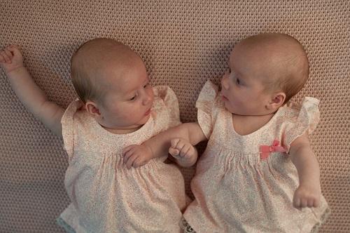 夢占い 赤ちゃん 双子 育てる