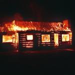 自宅が火事で燃えてしまったあなたが、焼け跡にいる夢を見たときの夢占いについて
