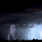 夢占いで雷が木に落ちる夢や、稲妻を見る夢の意味は?