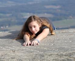 夢占い 落ちる 崖 空 階段