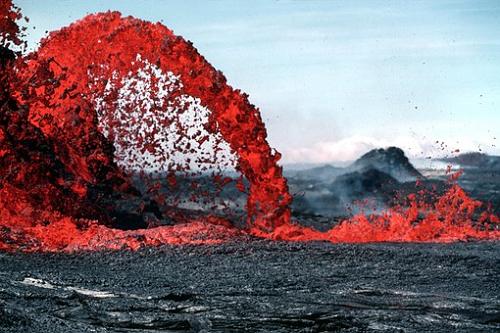 夢占い 火山 地震 マグマ