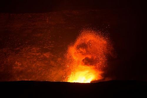 夢占い マグマ 噴火 落ちる 逃げる