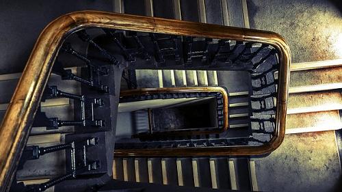 夢占い 学校 階段 廊下