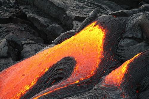 マグマ 溶岩 爆発 夢占い