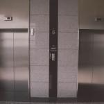夢占いのエレベーターが降りる場合について