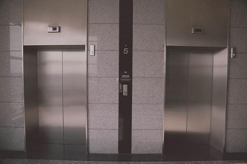 夢占い エレベーター 降りる