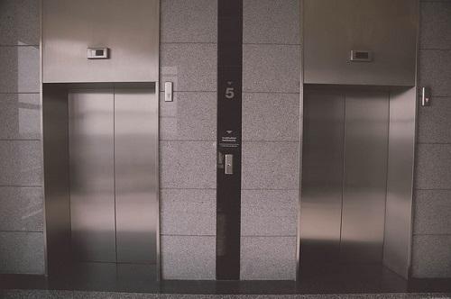 夢占い エレベーター 乗れない 満員