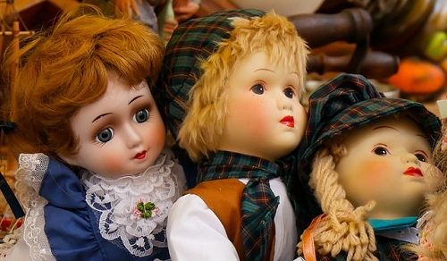 夢占い 人形 喋る 話す