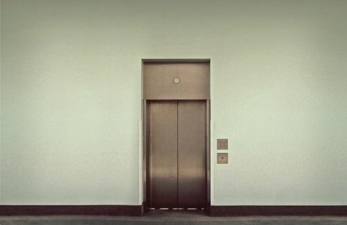 夢占い エレベーター 異性