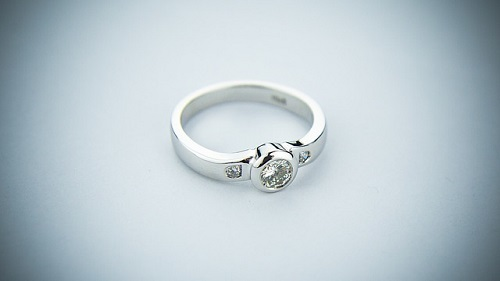 夢占い 指輪 中指 小指 人差し指 薬指