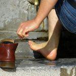 夢占い:靴が盗まれる・濡れる夢、靴を洗う夢の意味とは?