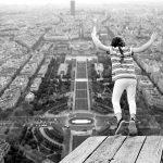 夢占い。飛ぶと幸運。だけど落ちる過程で着地失敗する場合。