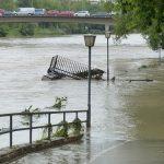 洪水に関する夢占い~橋や車が流される夢