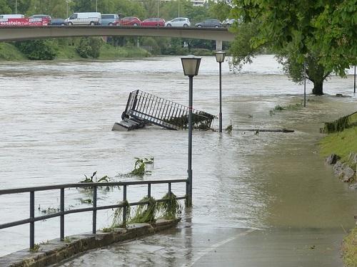 夢占い 洪水 橋 車