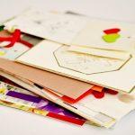 夢占い。夢の中で手紙がたくさん送られる場合。