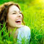 夢の中で知人の笑顔が印象に残っているときの夢占い