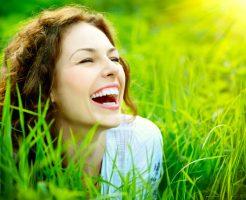 夢占い 知人 笑顔