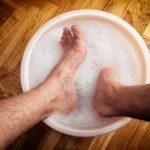 足から血が出る、足を洗う夢占いの意味とは?