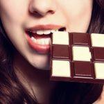 美味しいお菓子、美味しいチョコレートを食べる夢占いの意味は?
