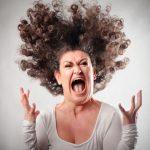 会社で怒られる夢を見た!夢占いでの意味は?上司や先輩・後輩によって違う?