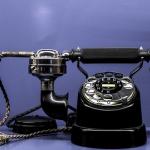 夢で110番に電話をかけていたり、電話がつながらない時の夢占いでの意味は?