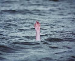夢占い 溺れる 災害 助かる (2)