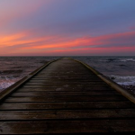 橋から落ちる、海へ落ちる、夢占いの意味は?