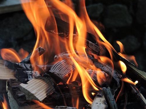 夢占い 燃やす 火