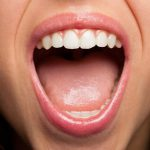 夢占い、口に出入りする虫や異物の正体とは?