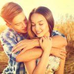 後ろから抱きつかれる・抱かれる夢は夢占いでどんな意味を暗示しているの?