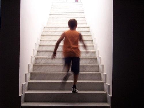 夢占い 走る 階段