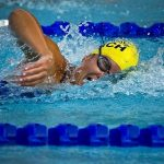 プールで泳ぎ、競争する夢占の意味は?