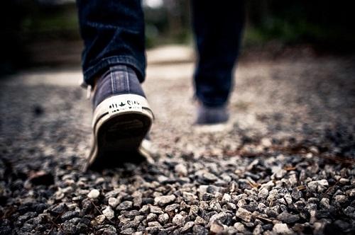 夢占い 後ろ 歩く