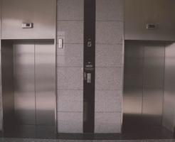 夢占い エレベーター 電車 動かない